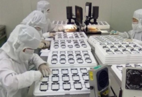 iphone-5-assembly-line-pics-0-e1313666930485