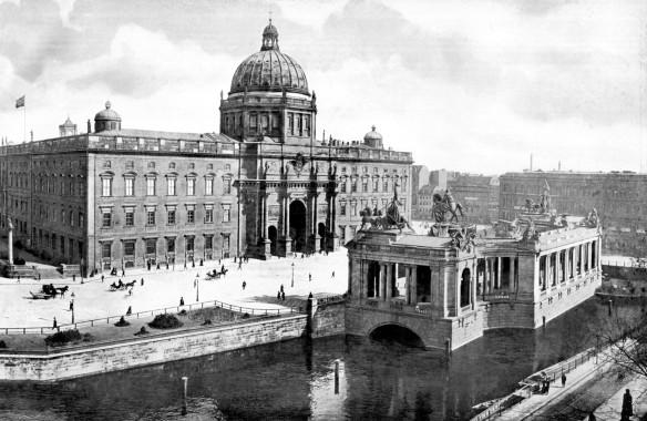 Berlin_Nationaldenkmal_Kaiser_Wilhelm_mit_Schloss_1900
