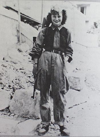 military_woman_france_wwii_000005