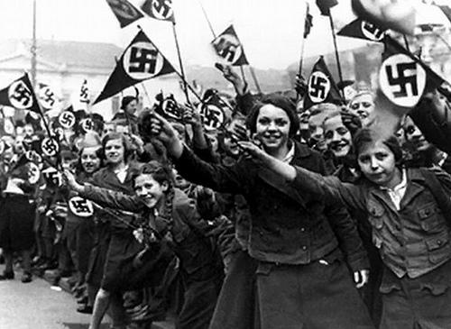 Nazi-Girls-1