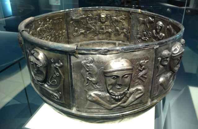 Silver_cauldron2